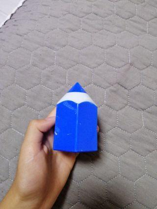 Pencil-look sharpener