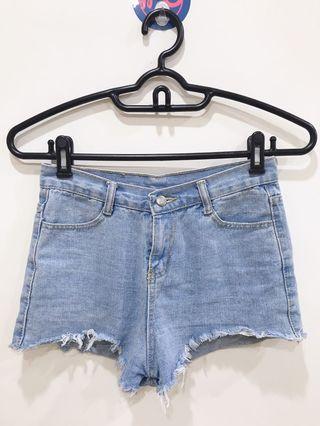 🚚 淺色牛仔短褲