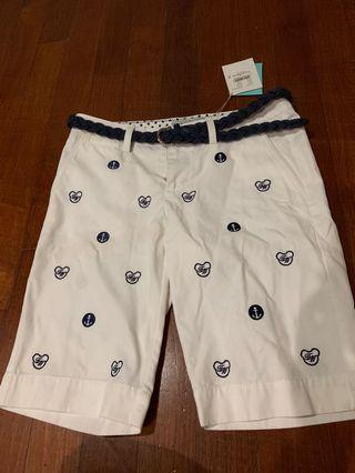 🚚 BNWT brand new white Bermudas with navy design