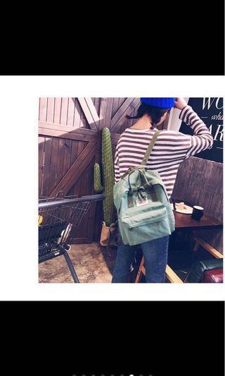 墨綠色後背包