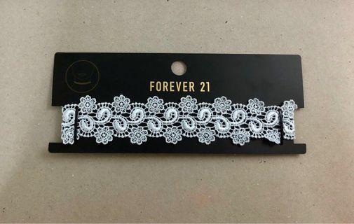 🚚 F21 White Lace Floral Choker