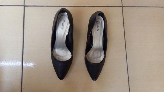 Elizabeth heels black