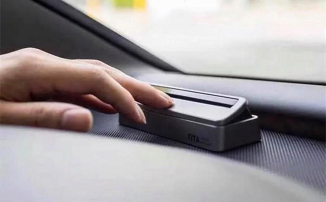 汽車臨時停車留電話號碼牌。  可開合,有黑色及銀色,黃色選擇。  HK$50/ 個 (清貨優惠丶現買一送一,送完即止)