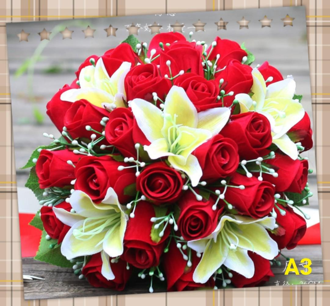 Instock Bridal Bouquet、 bride holding flowers
