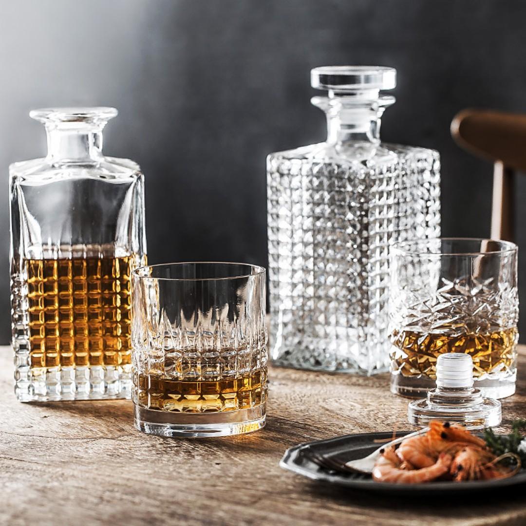 08g Luigi Bormioli。LR01. Luigi Bormioli 水晶 玻璃 醒酒瓶 + 2 杯套裝
