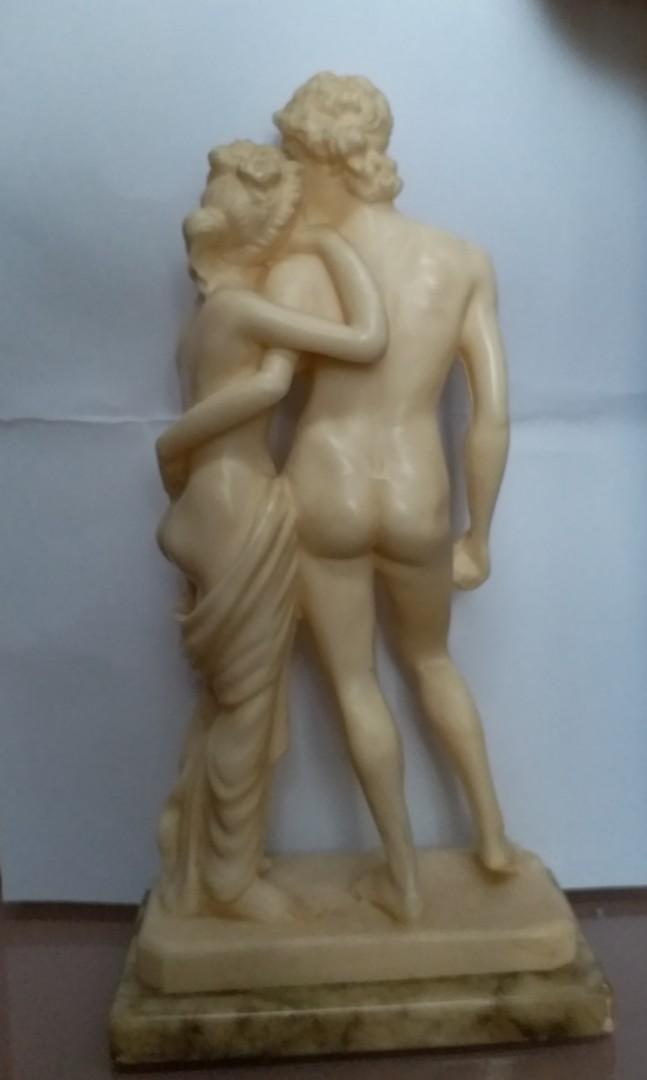 Italian Romantic Lovers Statue Made in Rome 陶瓷擺設