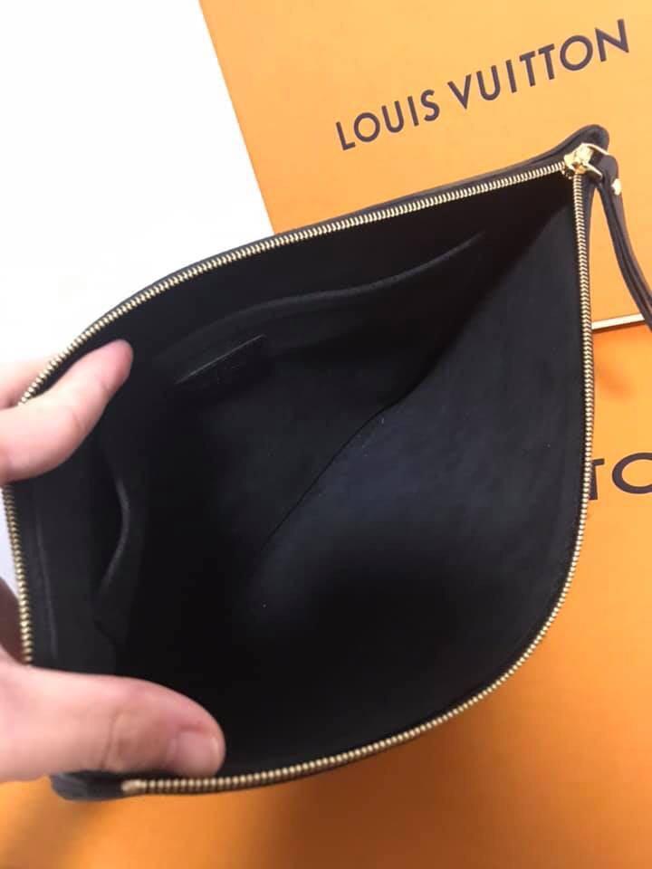 Louis Vuitton Daily Pouch Black
