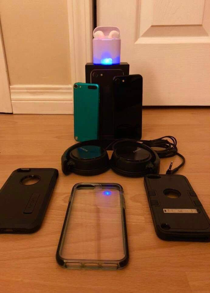 (Negotiable) iPhone 7 and ipod with accessories bundle