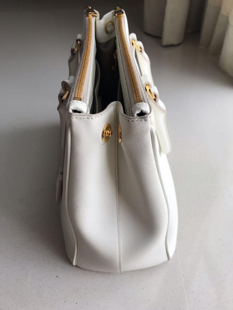 5dae800b9387 Prada Galleria Saffiano large - White