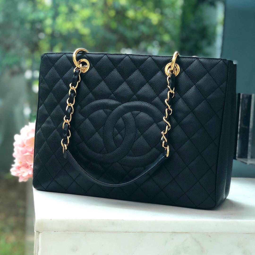 ✖️SOLD!✖️ Super Good Deal! Popular Chanel GST in Black Caviar GHW. Excellent condition with signs of use and storage.
