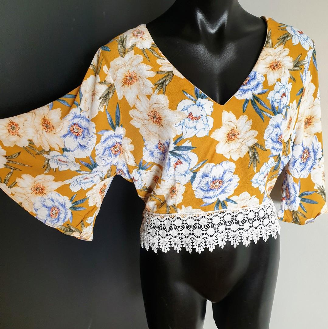 Women's size 14 'DOTTI' Gorgeous mustard yellow floral print top blouse with crotchet trim - AS NEW