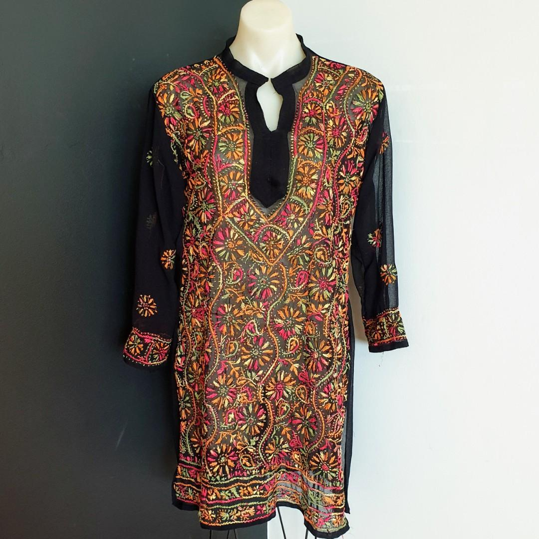 Women's size M 10-12 Gorgeous bohemian floral hand embroidered tunic - AS NEW