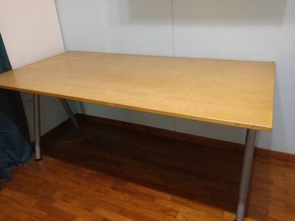 2 types of Tables with adjustable height