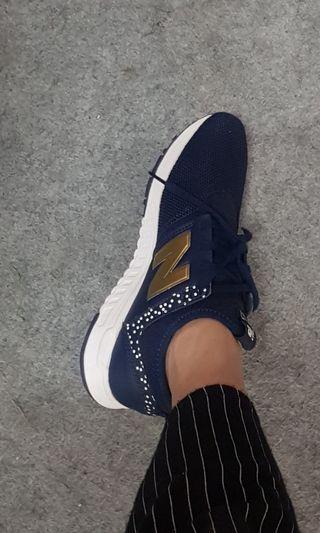 New balance dark blue like new