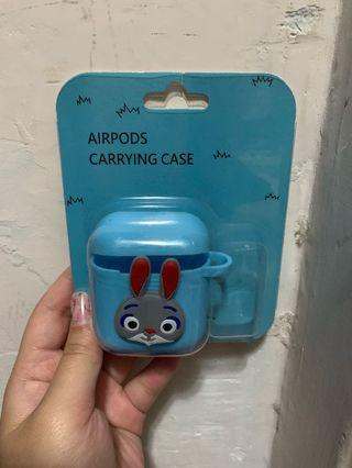 AirPods carrying case