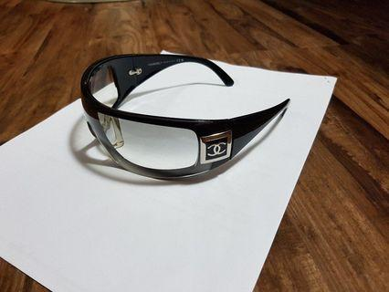 Chanel Sunglass (Authentic) (mint condition)