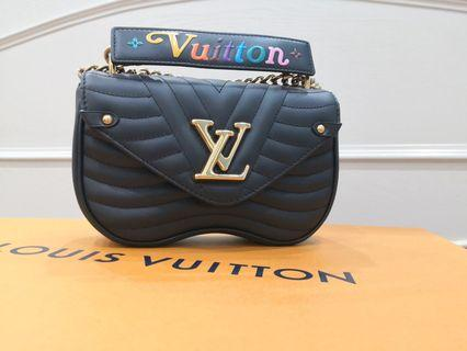 🚚 Brand New LV new wave Chain Bag PM