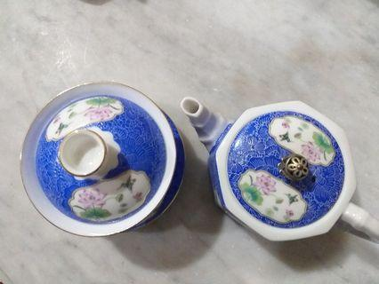 Teacup set (covered tea cup eith saucer and cup size teapot)