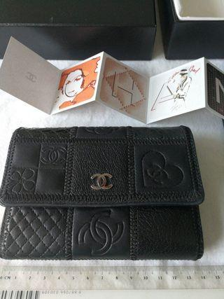 Authentic Chanel limited edition Icon wallet black leather