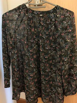🚚 BN floral print button down Uniqlo Long sleeve chiffon top