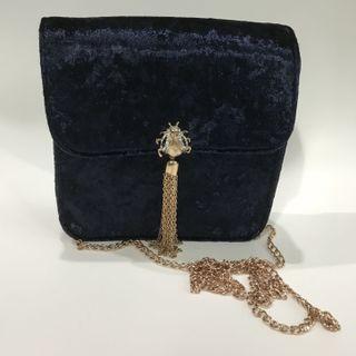 全新無用過 購至英國Primark 藍色絨面 甲蟲 chain bag 手袋 包包