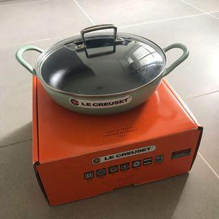 Le creuset 26cm wok with lid