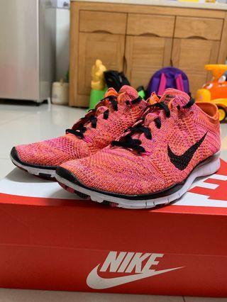 🚚 Nike Free fly knit 5.0