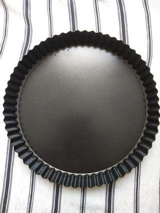Non stick pie pan - removable bottom - 23cm - new