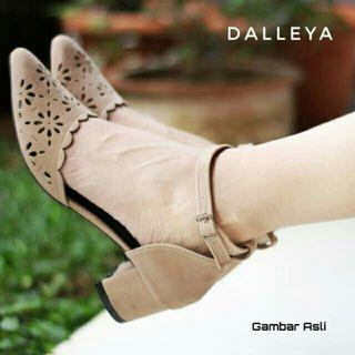 Wedges Dalleya