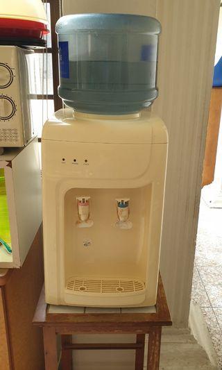 Cold/hot dispenser