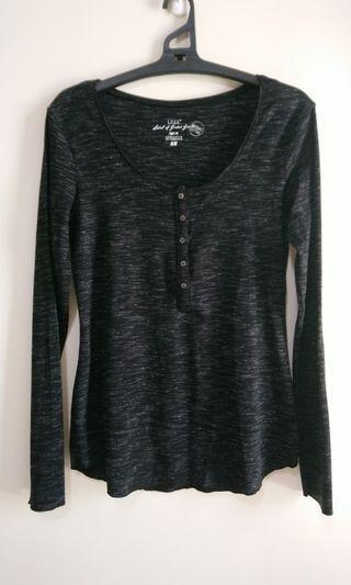 H&M黑色排扣圓領衫