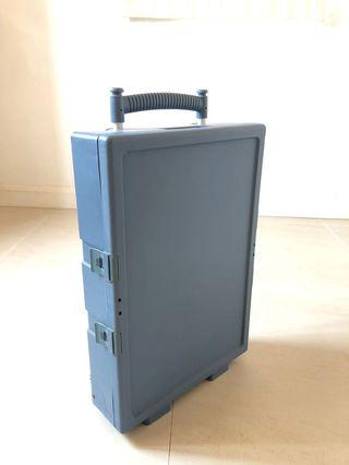 Foldable and portable trolley