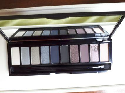 🚚 Eyeshadow Palette