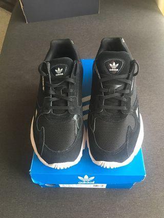 Size 8 Adidas Womens Falcon Black/White