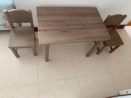 🚚 Children table and chairs set