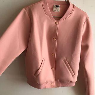 🚚 粉色棒球外套