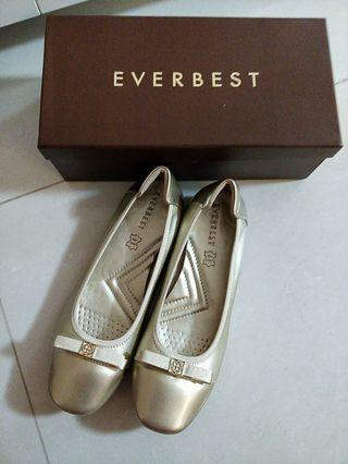 Brand New Everbest shoes size 38.