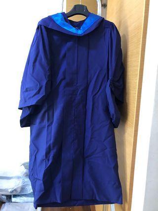 🚚 NUS Law graduation robe