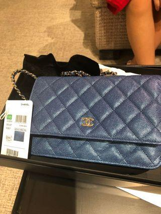 🚚 Authentic chanel iridescent blue woc