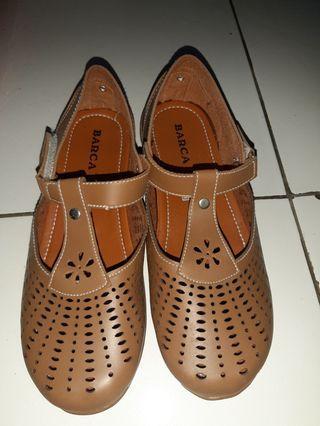 Sepatu sekolah atau ngampus size 38