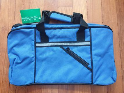 🚚 United Colors of Benetton Sling bag (New)