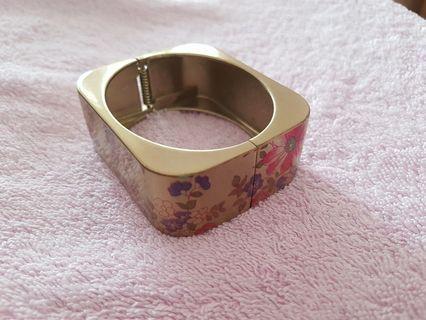 Gold rectangular bracelet / bangle [Special!]