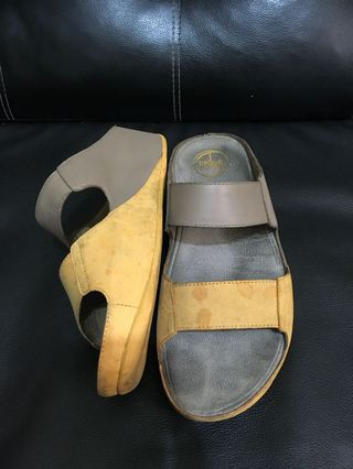 d33053f0a5b6 Authetic Fitflop Gemini Sunflower Mink Size 7