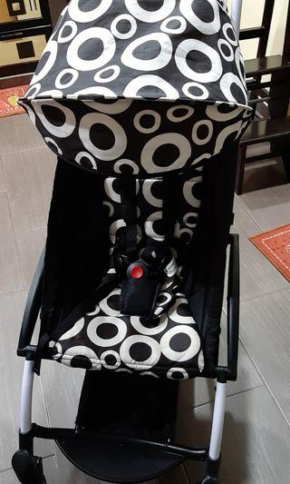 Preloved Yuyu Compact Stroller With Babynest