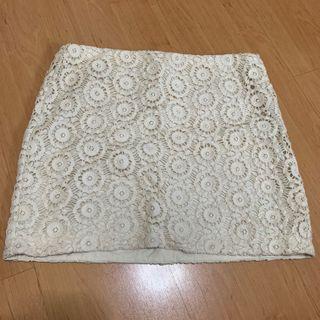 🚚 GAP mini lace skirt