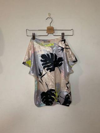 🚚 Zara 設計款上衣 花上衣 風格t s1