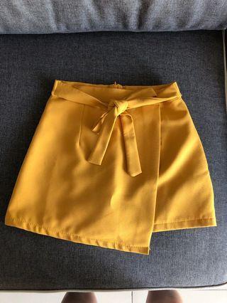 Cute mustard skirt