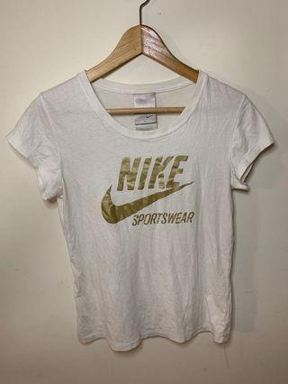 🚚 Nike白色上衣 t恤 s1