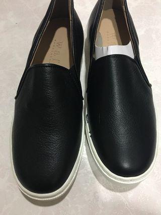 🚚 正韓全新牛皮休閒鞋。樂芙鞋。原價1080。轉賣眾樂樂