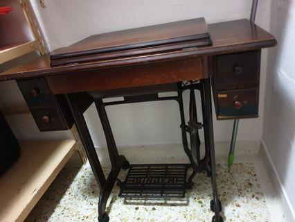 🚚 Antique Sewing Machine